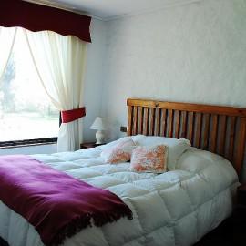 Dormitorio Matrimonial  con una hermosa vista al jardín.